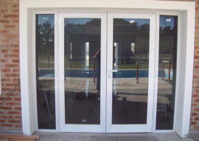 puerta-y-media-central-dos-panos-fijos-laterales